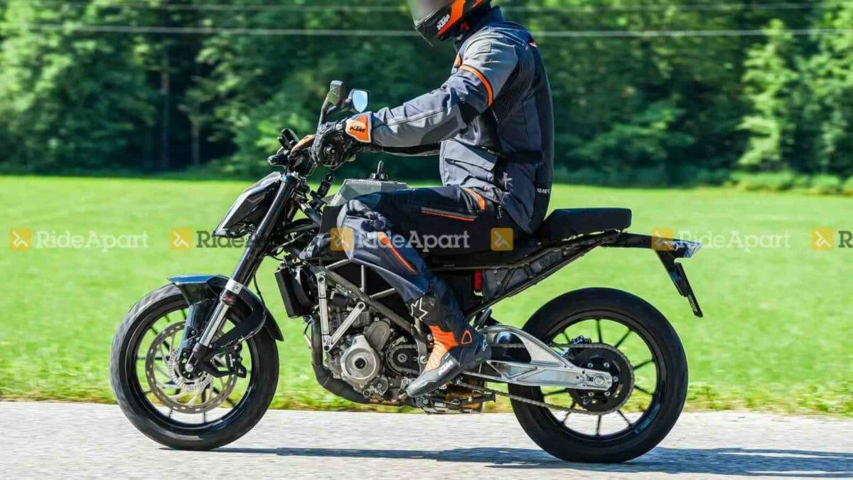 KTM Duke 125 spied