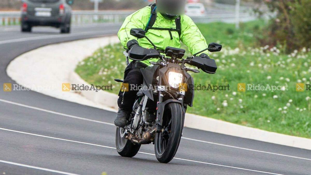KTM Duke 250 spied