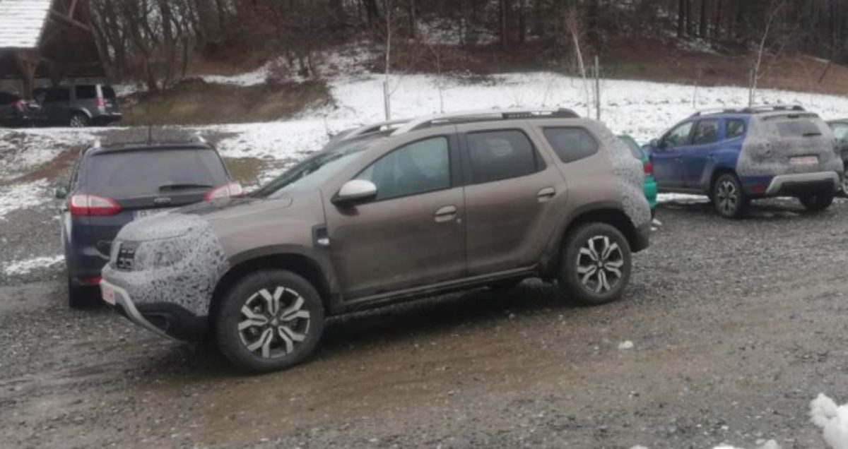 Renault Duster Dacia 7 seater spied (1)