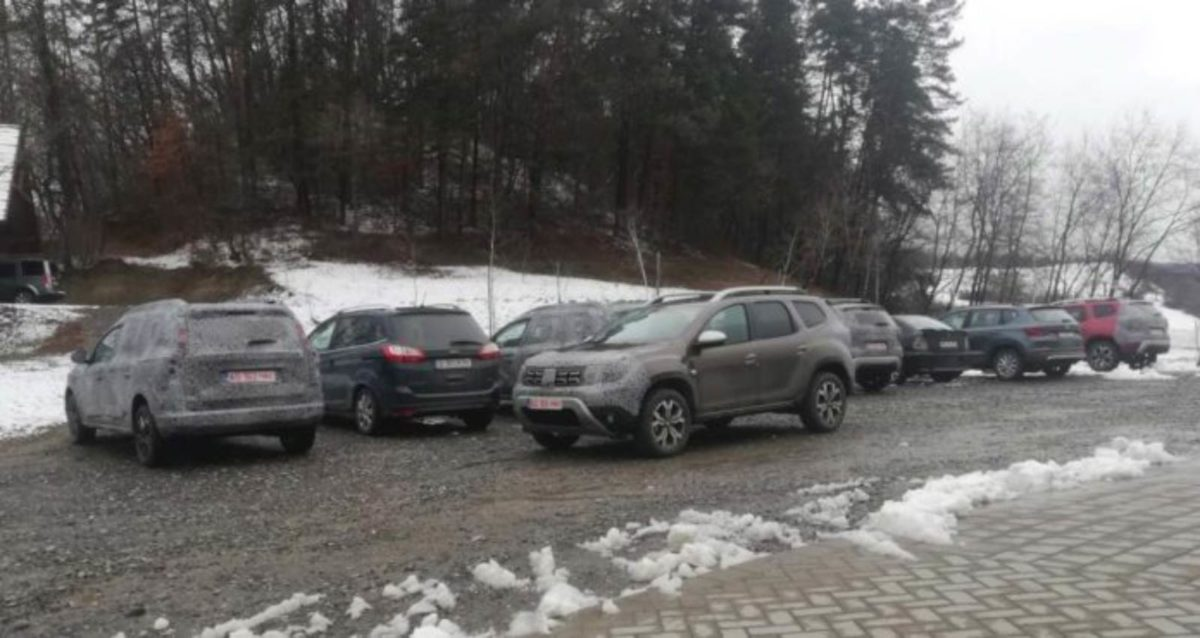 Renault Duster Dacia 7 seater spied (2)