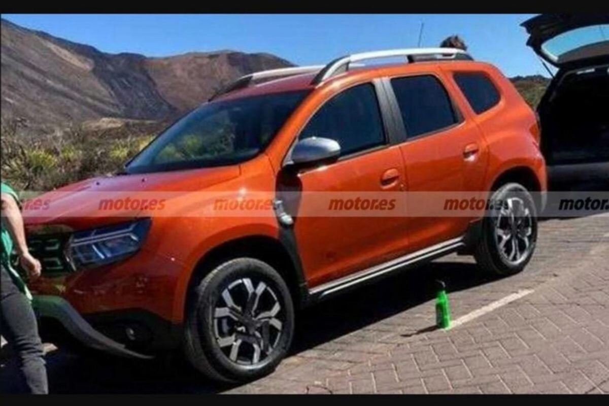 Renault duster 7 seater spied