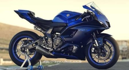 Yamaha R7 Shows Its Face Before It's Supposed To!