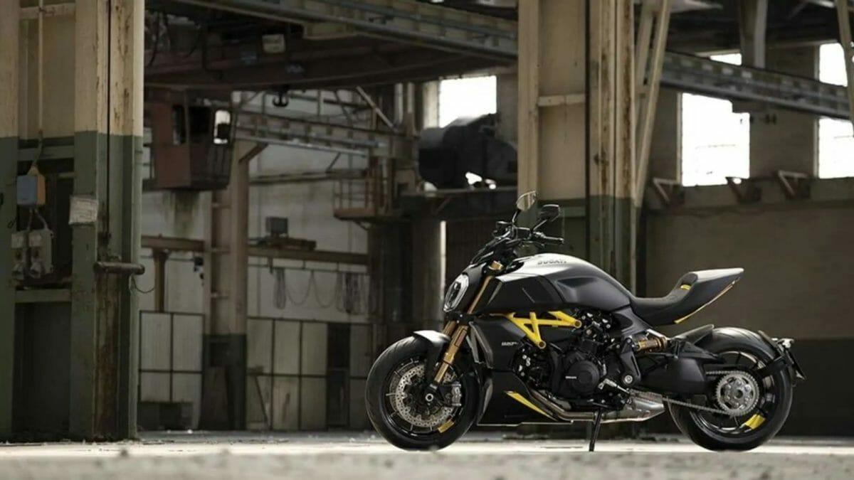 Ducati Diavel Black and steel (2)