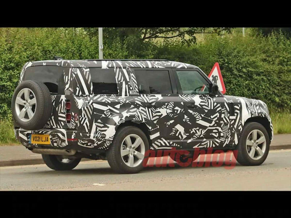 Land Rover Defender 130 spied (2)