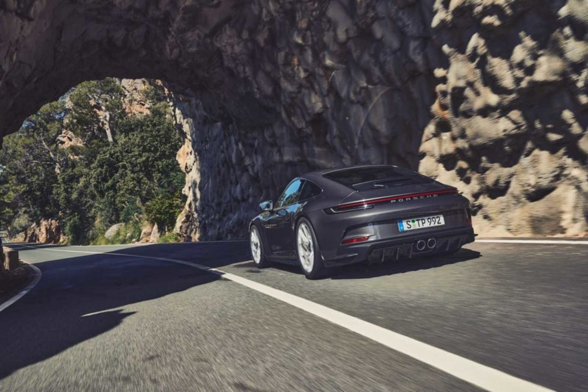 Porsche 911 GT3 Touring (2)