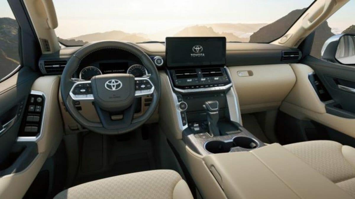 Toyota Land Cruiser LC300 (1)