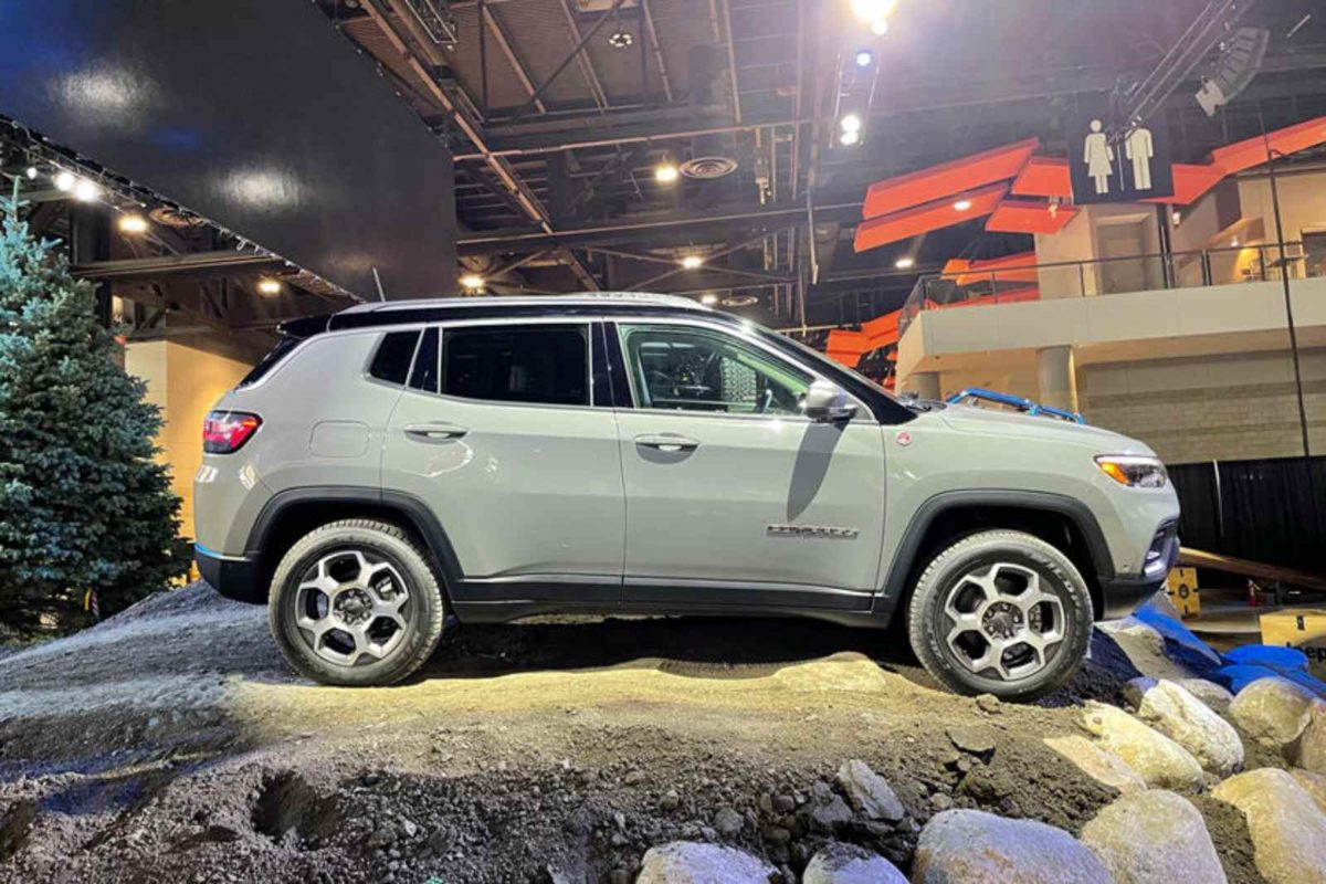 jeep compass trailhawk 2022 side