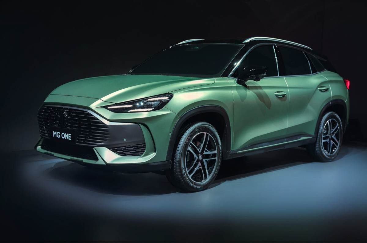 MG One Front quarter green (1)