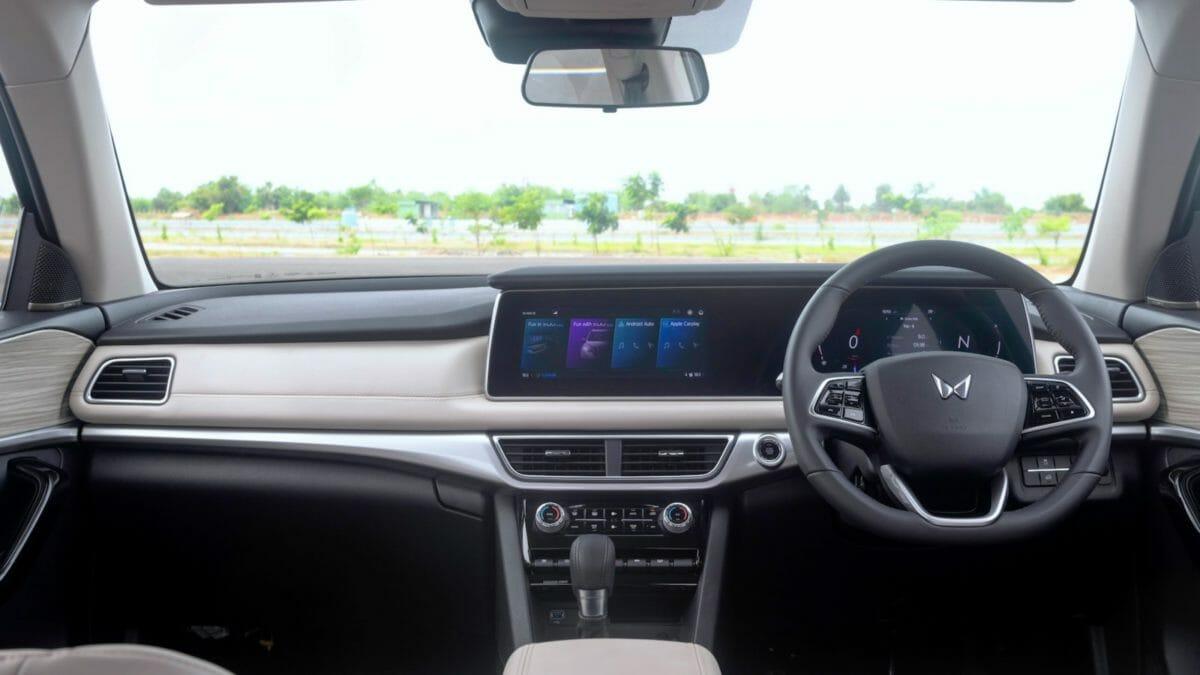 mahindra xuv700 review automatic interiors