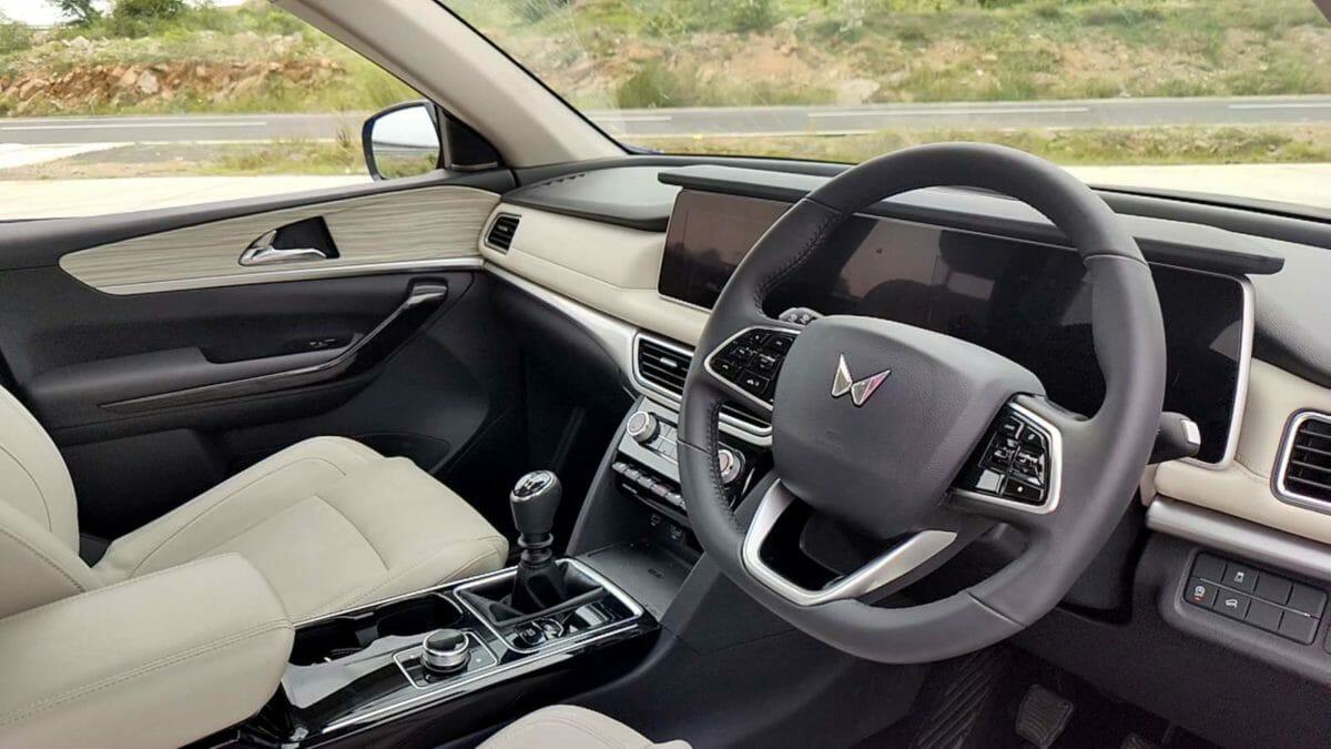 mahindra xuv700 review driver side