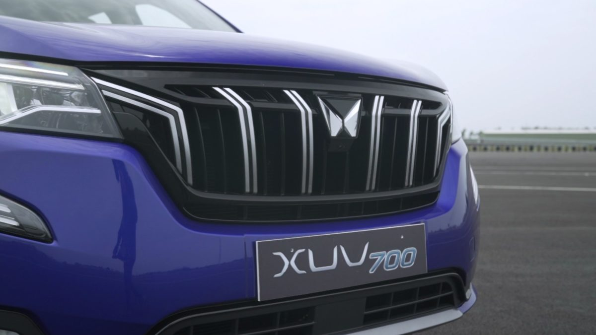 mahindra xuv700 review front grille