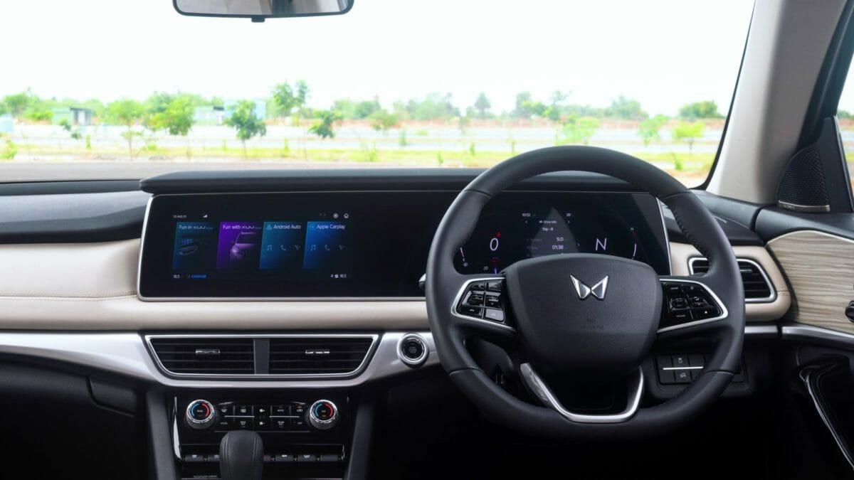 mahindra xuv700 review interior