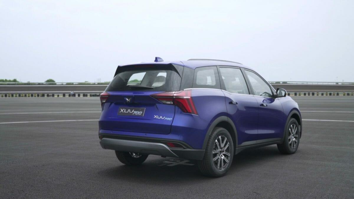 mahindra xuv700 review rear 3_4